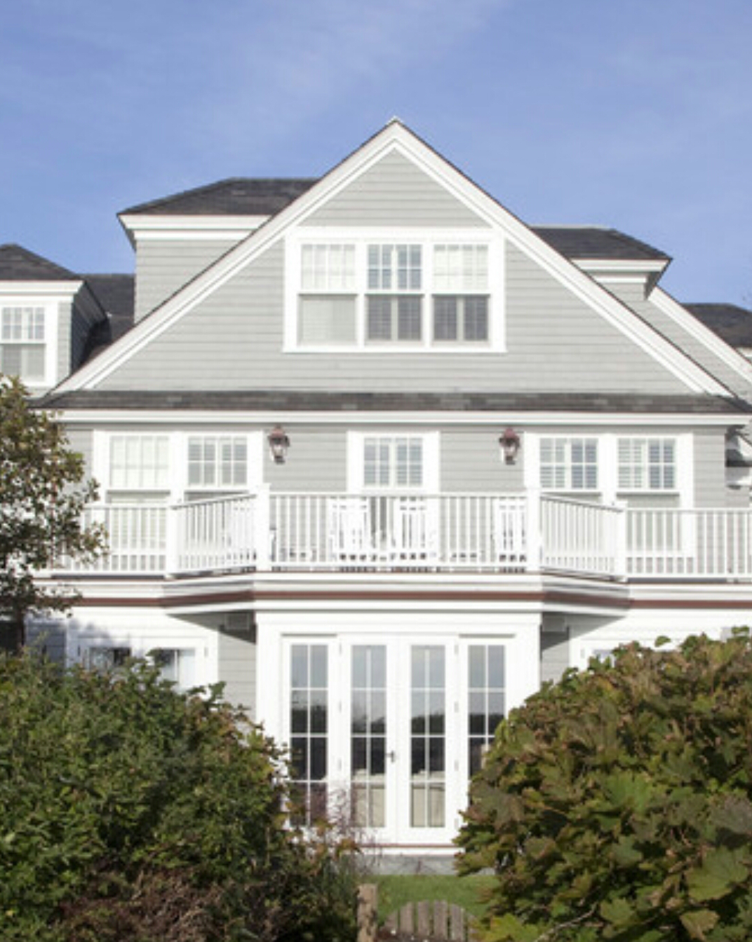 Colorbond surfmist building a coastal home - Dulux exterior paint colour schemes property ...