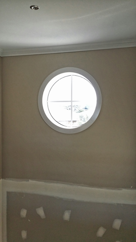 Round void window