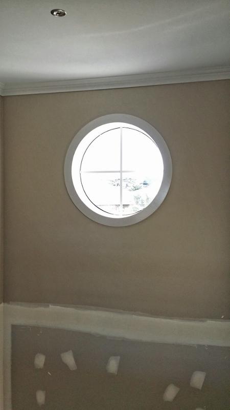 Round void window