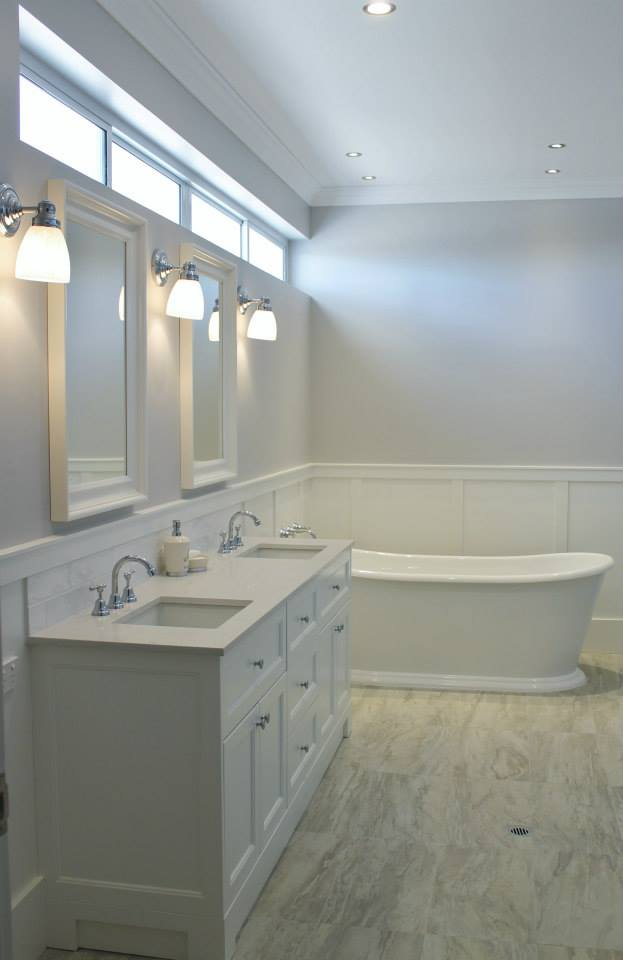 Finished ensuite with wainscoting to wall. Mirrors hemnes white from Ikea.