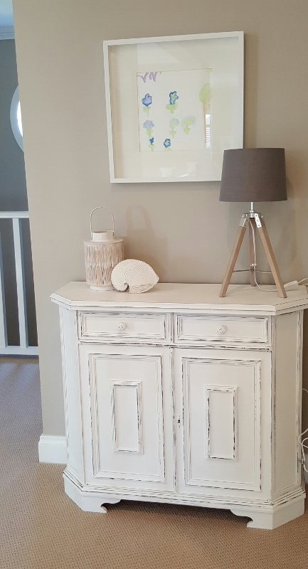 upstairs hall table (433x800)